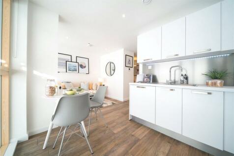Berkshire House, Queen Street, Maidenhead, Berkshire, SL6. Studio flat