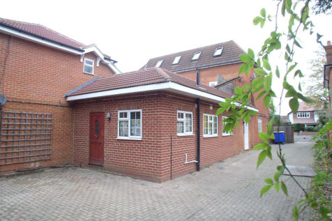 Hersham Road, Walton-On-Thames. 1 bedroom flat