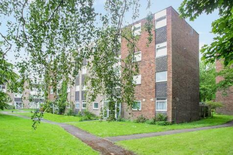 Trafalgar Drive, Walton on Thames, Surrey. 1 bedroom flat
