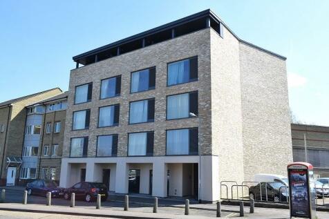 Mallory House, East Road. Studio flat