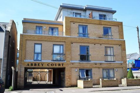 Abbey Court, Abbey Street. Studio flat