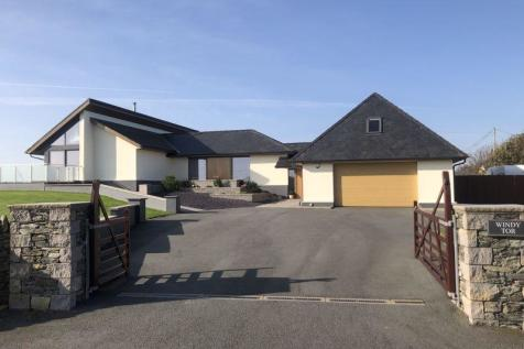 Trearddur Bay, Anglesey. 5 bedroom detached bungalow for sale