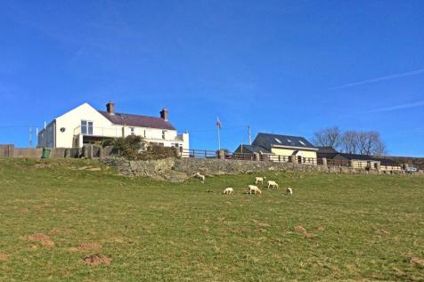 5 Bedroom Home with 2 Bed Holiday Cottage - Trefdraeth, Anglesey. 5 bedroom detached house for sale