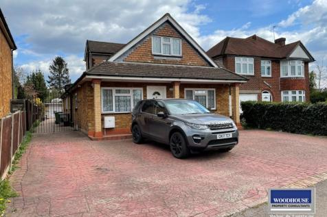 Churchgate, Cheshunt, EN8 property