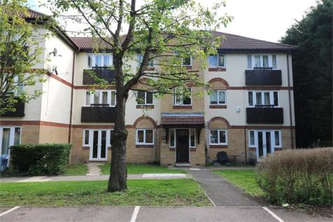 Friends Avenue, Cheshunt, Hertfordshire. 2 bedroom ground floor flat