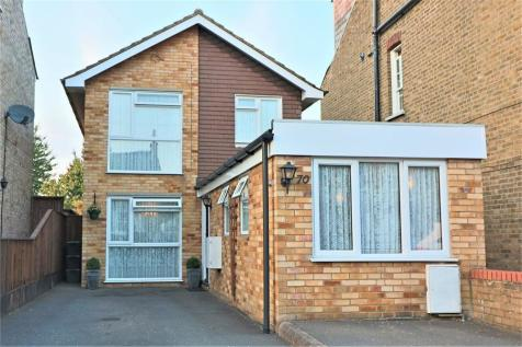 Cromwell Avenue, Cheshunt, Hertfordshire. 3 bedroom detached house for sale