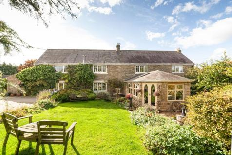 East Byermoor, Fellside Road, Whickham, Newcastle Upon Tyne. 5 bedroom farm house for sale