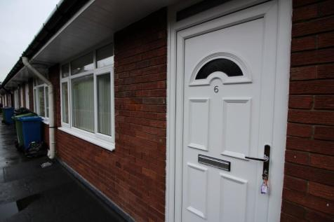 Bolton Road West, Bury, Greater Manchester, BL0. 2 bedroom flat