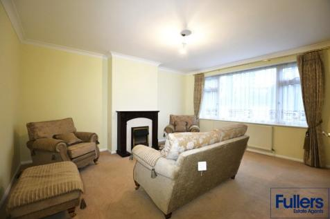 Bush Hill Road, London, N21. 2 bedroom maisonette