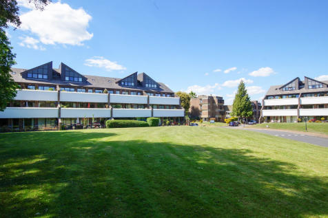 Tollhouse Close, Chichester. 3 bedroom apartment