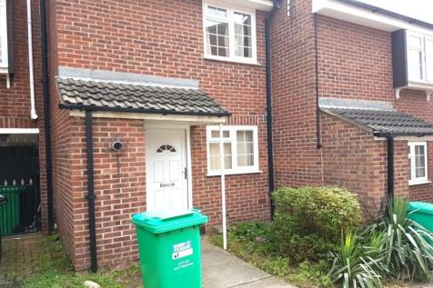 Clinton Court, Nottingham, NG1. 2 bedroom terraced house