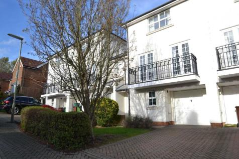 St Theresa Close, Epsom, KT18 7LD. 4 bedroom town house