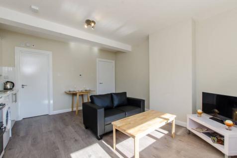 Churston Close, Tulse Hill, London, SW2. 1 bedroom flat