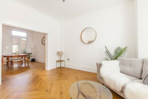 County Grove, Camberwell, London, SE5. 5 bedroom house
