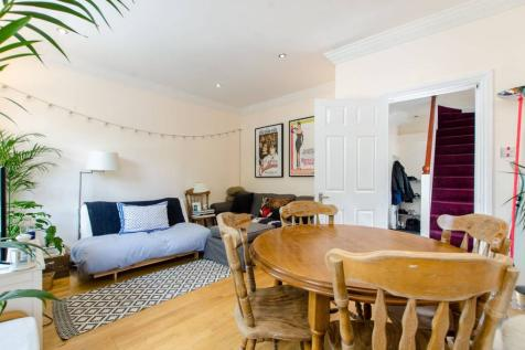 Stockwell Road, Stockwell, London, SW9. 3 bedroom flat
