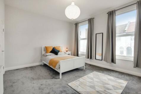 Elm Park, Brixton, London, SW2. 4 bedroom flat