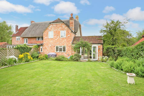 The Green, Marston. 3 bedroom cottage