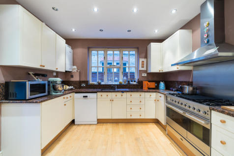 Winchester Road, St Margarets, TW1. 2 bedroom property