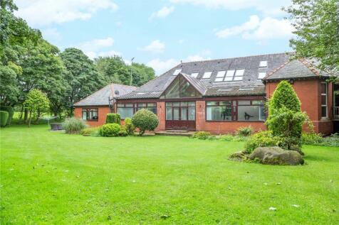 Racefield Hamlet, Chadderton, Oldham, Greater Manchester, OL1. 5 bedroom semi-detached house