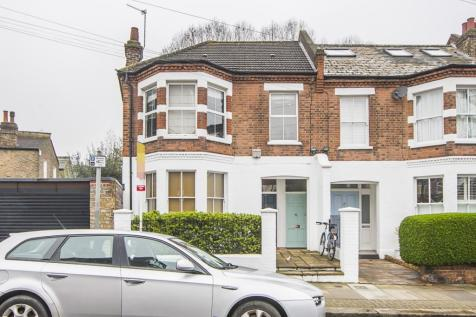 Brandlehow Road London SW15. 3 bedroom maisonette