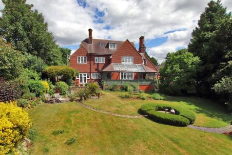 Cronks Hill Road, Redhill, RH1. 5 bedroom detached house