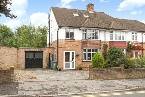Cassiobury Park Avenue, Watford, Hertfordshire, WD18. 4 bedroom semi-detached house for sale