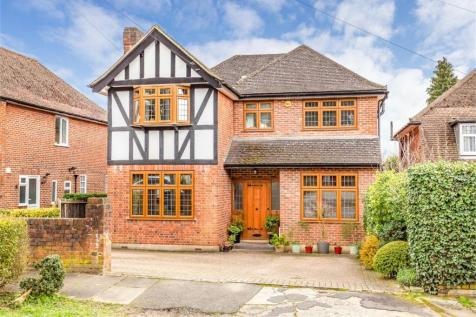 Heriots Close, Stanmore, Middlesex. 5 bedroom detached house