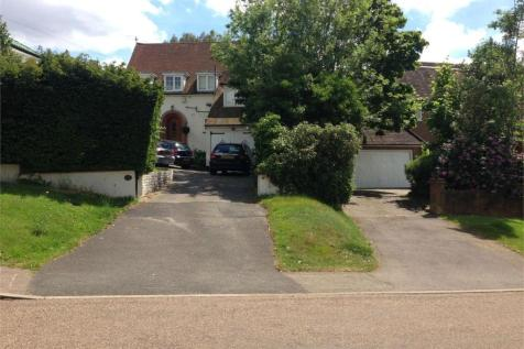 Aylmer Drive, Stanmore, Middlesex. 4 bedroom detached house
