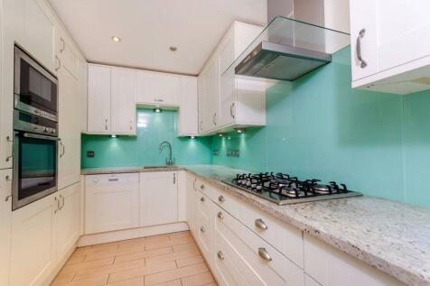 Samuel Gray Gardens, Kingston, Kingston upon Thames, KT2. 2 bedroom flat