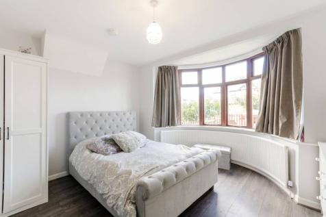 Chiltern Drive, Berrylands, Surbiton, KT5. 5 bedroom semi-detached house