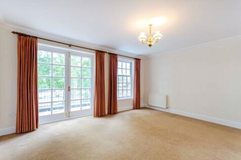 Kensington Gardens, Kingston, Kingston upon Thames, KT1. 4 bedroom house