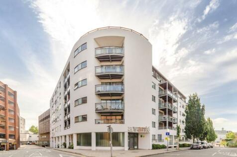 Avante Court, Kingston, Kingston upon Thames, KT1. 2 bedroom flat