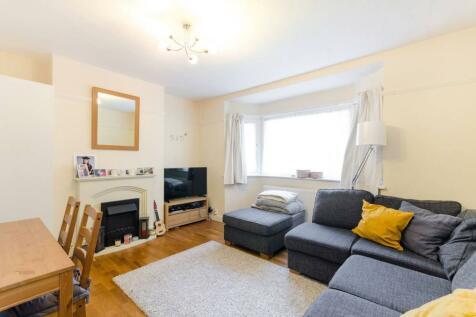 South Bank, Surbiton, KT6. 2 bedroom flat