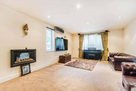 Alison Close, Pinner, HA5. 6 bedroom detached house for sale