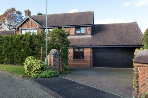 Farnleys Mead, Lymington. 4 bedroom detached house