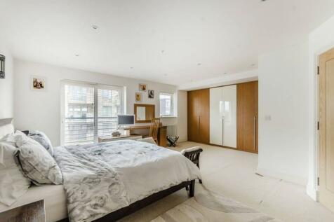 Melfield Gardens, Beckenham Hill, London, SE6. 3 bedroom maisonette