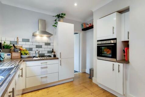 Codrington Hill, Honor Oak Park, London, SE23. 2 bedroom flat