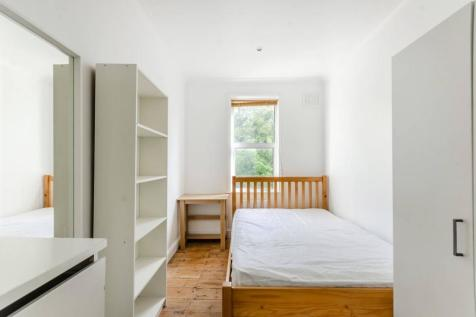 Norwood Road, Herne Hill, London, SE24. 3 bedroom flat