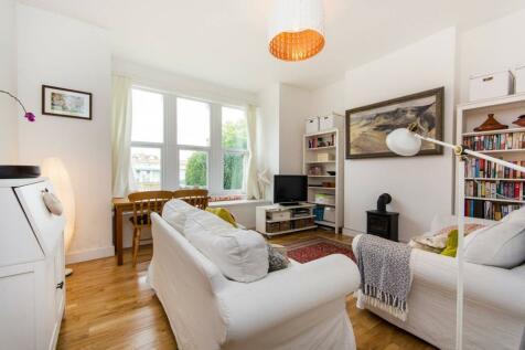 Champion Crescent, Sydenham, London, SE26. 1 bedroom flat