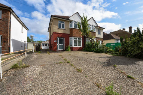 London Road. 3 bedroom semi-detached house