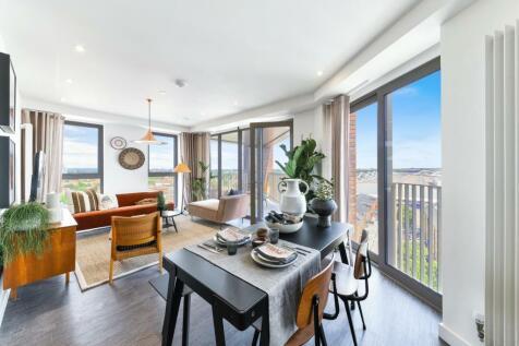 Royal Docks West, London, E16. 3 bedroom apartment for sale