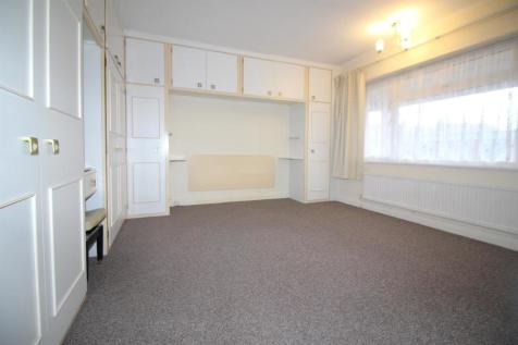 Lincoln Court, London Road, Enfield. 2 bedroom flat