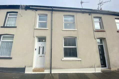 Park Street, Tonypandy - Clydach. 3 bedroom terraced house