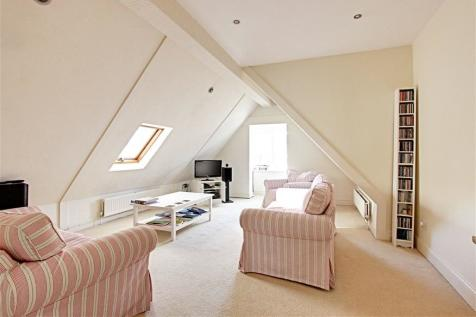 Crescent East, Hadley Wood, EN4. 2 bedroom flat