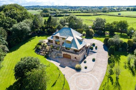 Bores Meadow, Standish. 5 bedroom detached house