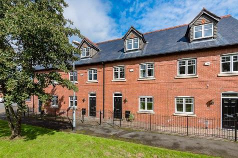 Trevore Drive, Standish. 3 bedroom town house