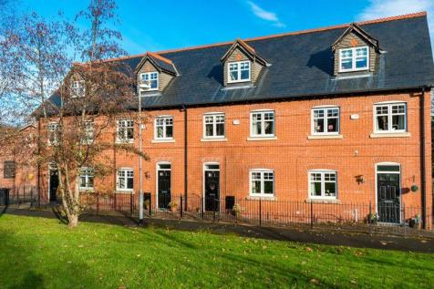 Trevore Drive, Standish. 3 bedroom town house for sale