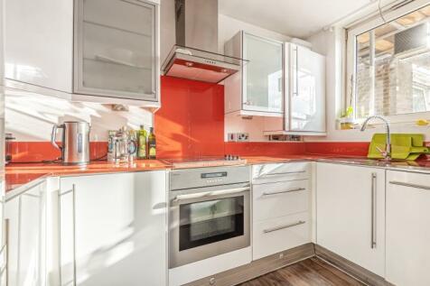 Bolingbroke Grove Battersea SW11. 1 bedroom flat