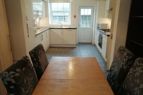 Lon Pobty, Bangor, Gwynedd, LL57. 4 bedroom house