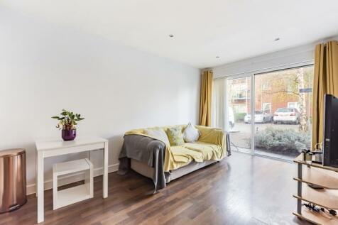 Medhurst Drive Bromley BR1. 2 bedroom apartment